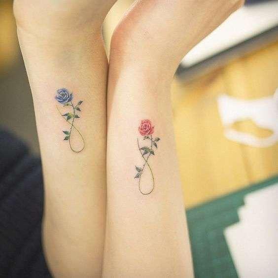 Tatuaje madre e hija dos rosas