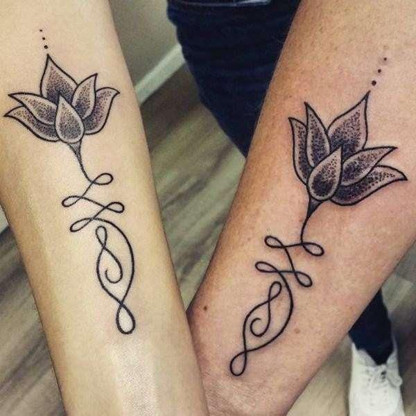 Tatuaje madre e hija flor de loto