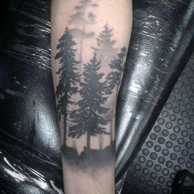 Tatuaje bosque en la niebla