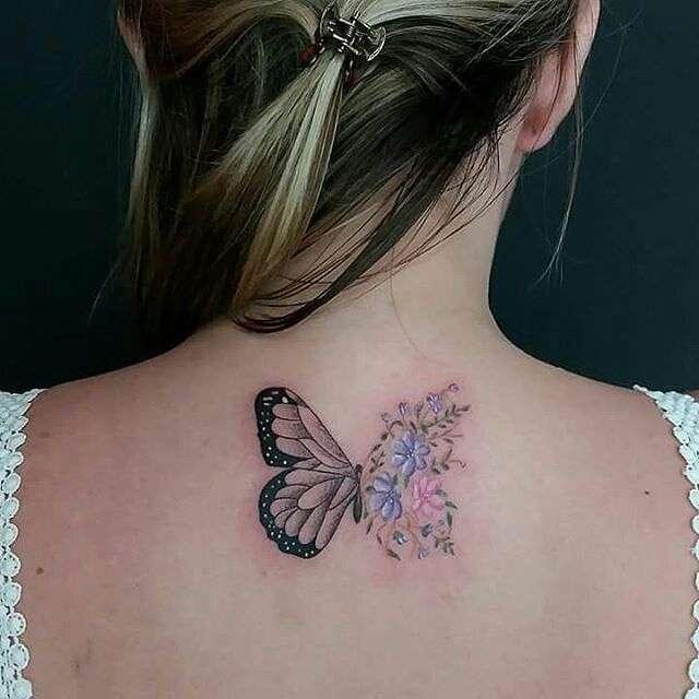 Tatuaje mariposa y flores