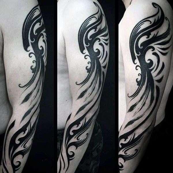 Tatuaje tribal moderno en brazo