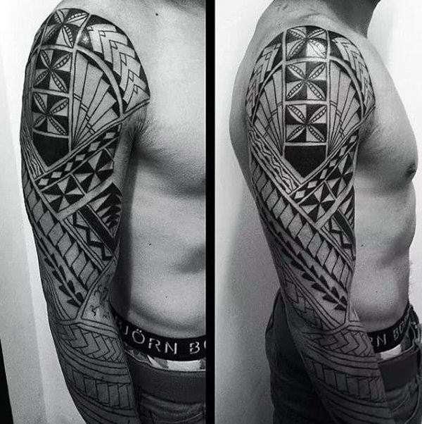 Otro tatuaje tribal geométrico