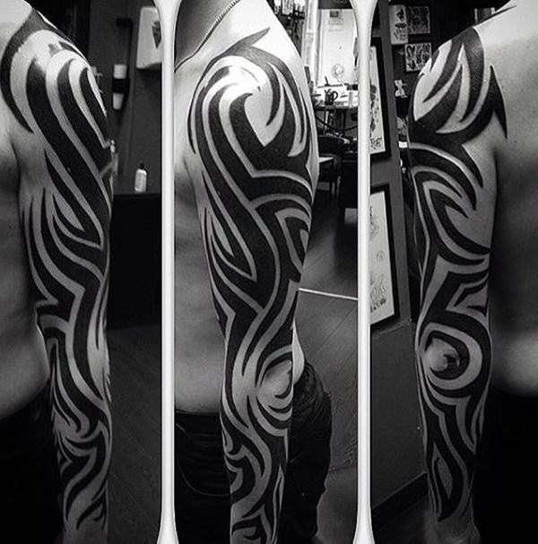 Tatuaje tribal líneas negras gruesas