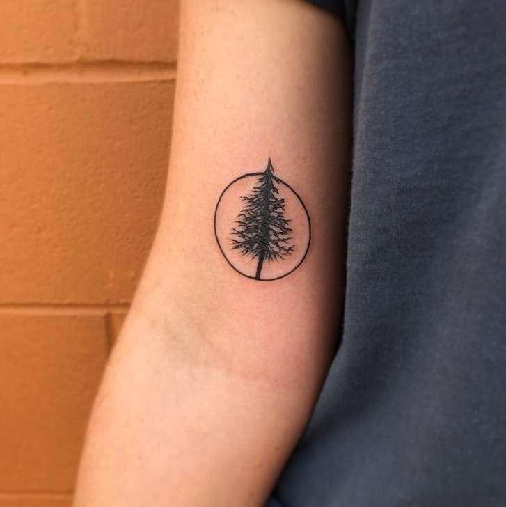 Tatuaje pequeño - árbol