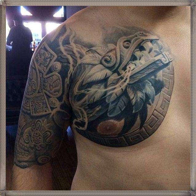 Tatuaje azteca - Quetzalcoatl y calendario