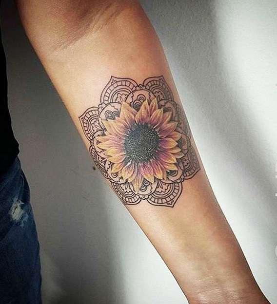 Tatuaje de girasol y mandala