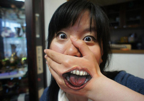 Funny tattoos: mouth in the hand