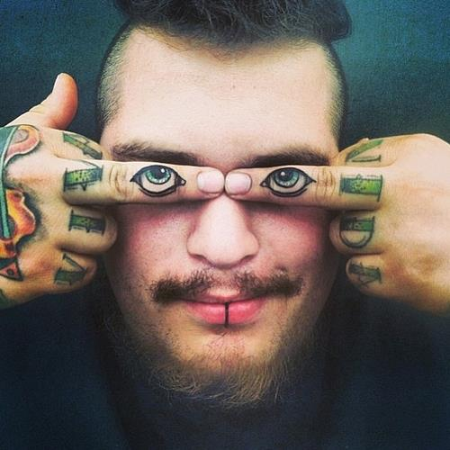Funny tattoos: eyes on the fingers