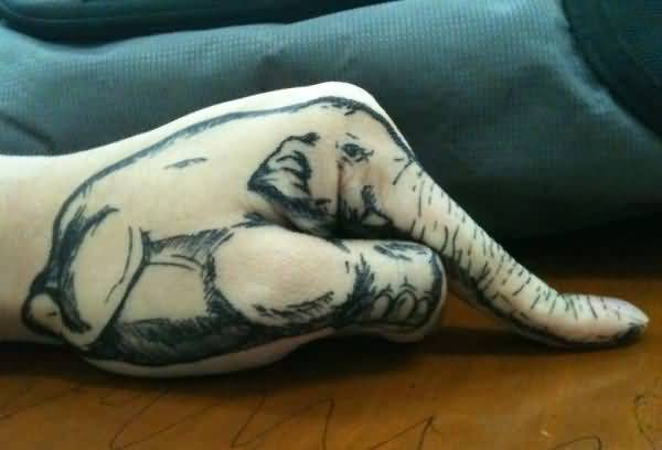 Funny tattoos on the fingers: elephant