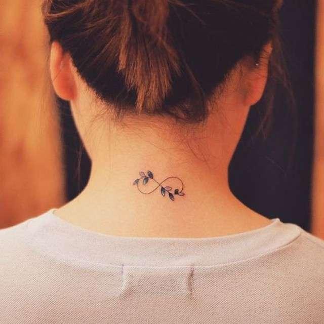 Tatuaje de infinito en la nuca
