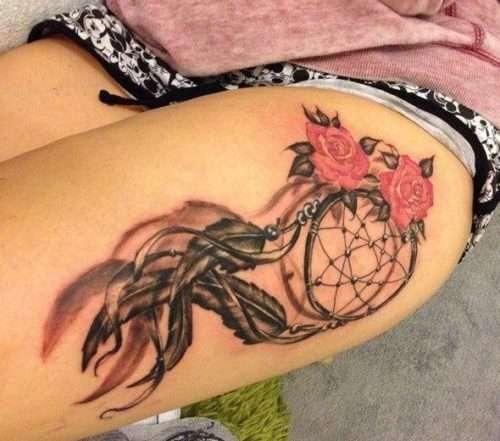 Tatuaje de atrapasueños y rosa