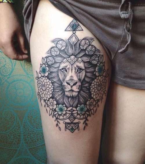 Tatuaje de león en el muslo