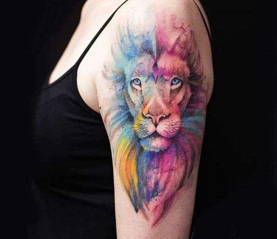Tatuaje de león en el brazo