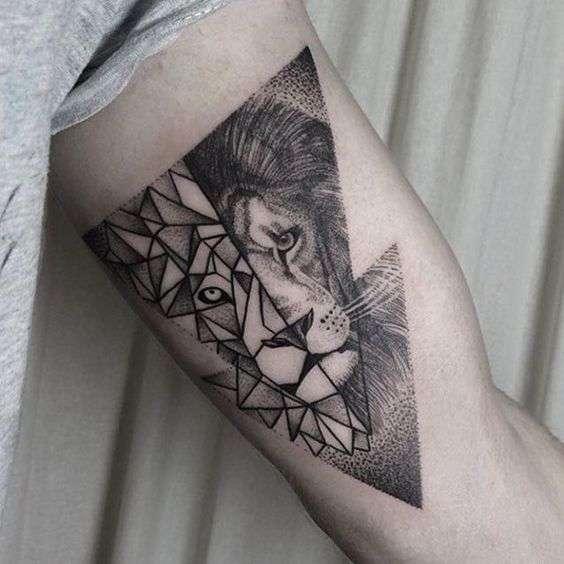 Tatuaje de león estilos combinados