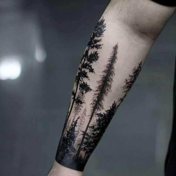 Tatuaje de bosque en el antebrazo