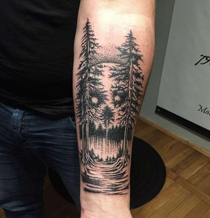 Tatuaje de bosque en dotwork
