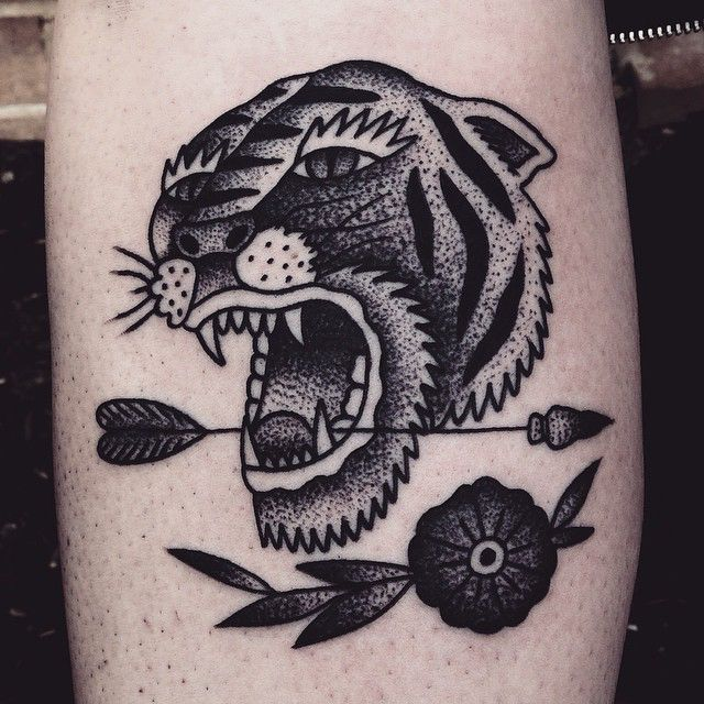 Tatuaje de tigre en color negro estilo old school